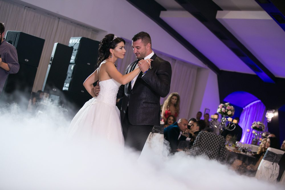 Save Money When Planning Your Wedding Music with These Tips