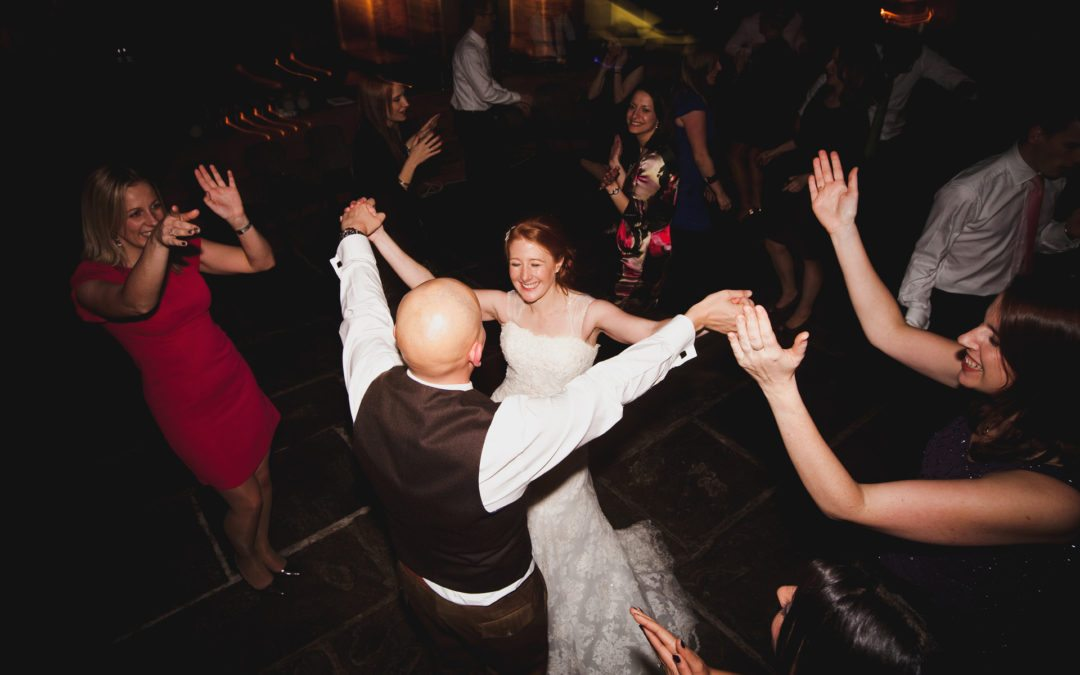 Top Tips for Keeping Your Wedding Guests on The Dance Floor